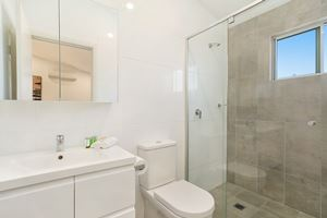 The Ensuite Bathroom of a 3 Bedroom Townhouse Apartment at Birmingham Gardens Townhouses.