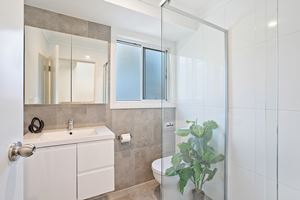 The Bathroom of a 5 Bedroom Townhouse Apartment at Birmingham Gardens Townhouses.